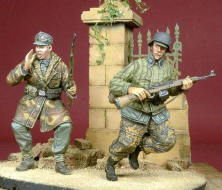 SS Soldiers in ActionD-DAY 35052