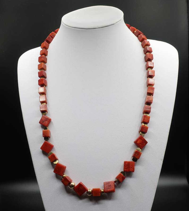 Collier Red Coral