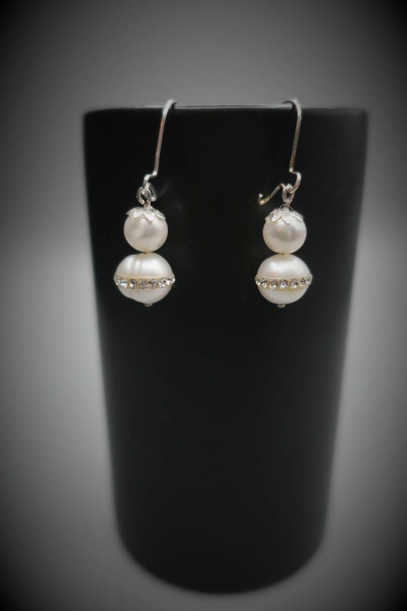 Earring sparkling pearl