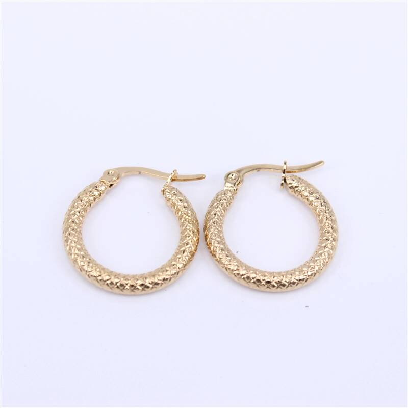 Hoop earrings | checkered pattern gold