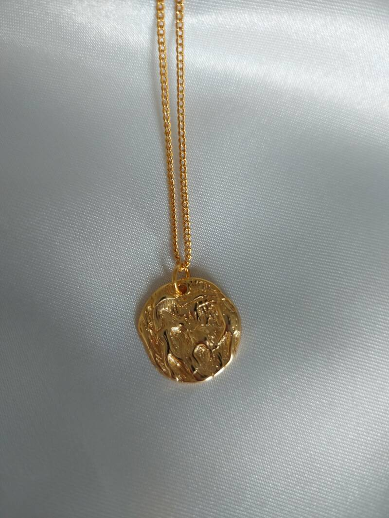 Necklace engraved round   goud