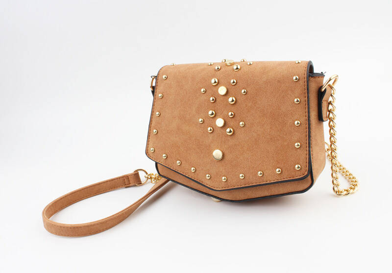 Stud cross body bag | camel