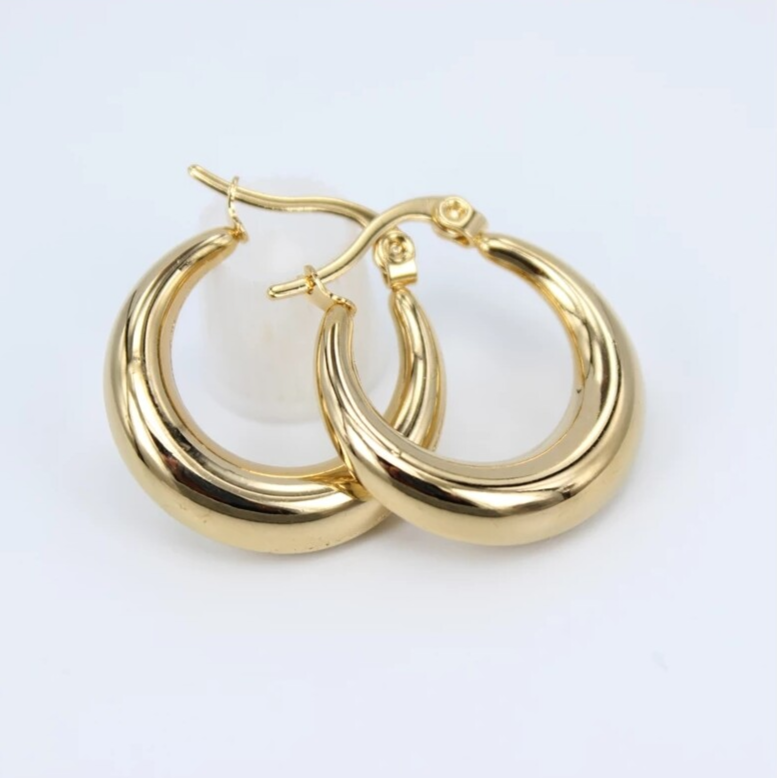Hoop earrings | plain 70's gold