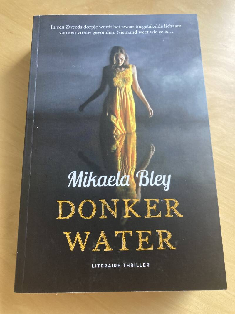 Mikaele Bley - Donker water