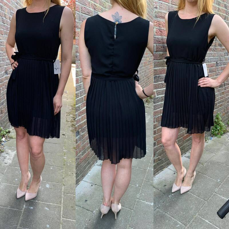 Pleated dress black ( One size fits all )
