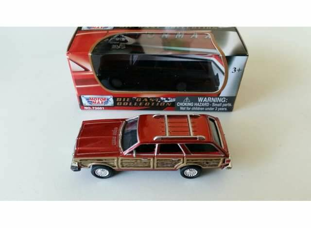 1979 Chrysler Town & Country Wagon, red/wood
