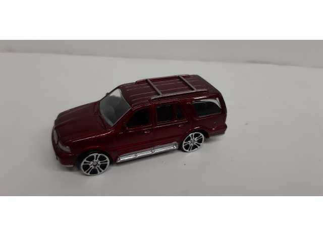 Lincoln Navigator, red