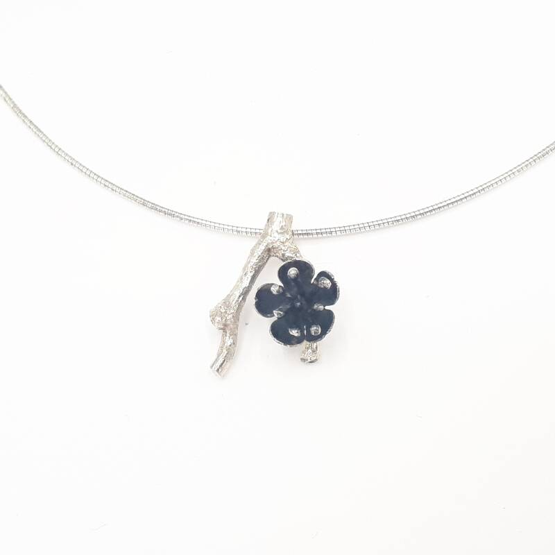 Necklace twig & flower black