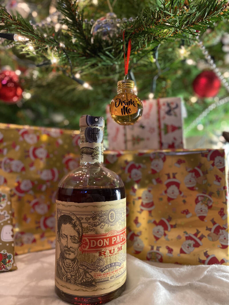 Rum Kerstbal Don Papa Small Batch rum