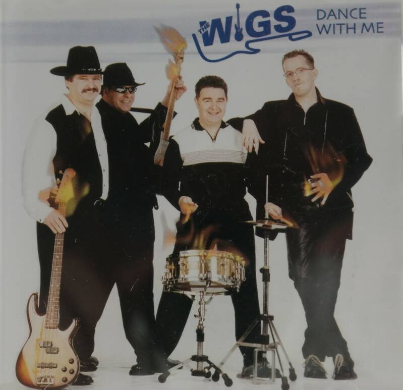 The Wigs - Dance with me