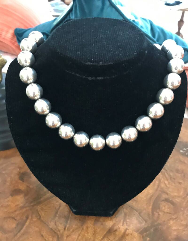 Beautiful Tiffany Style Silver Coloured Bead Necklace