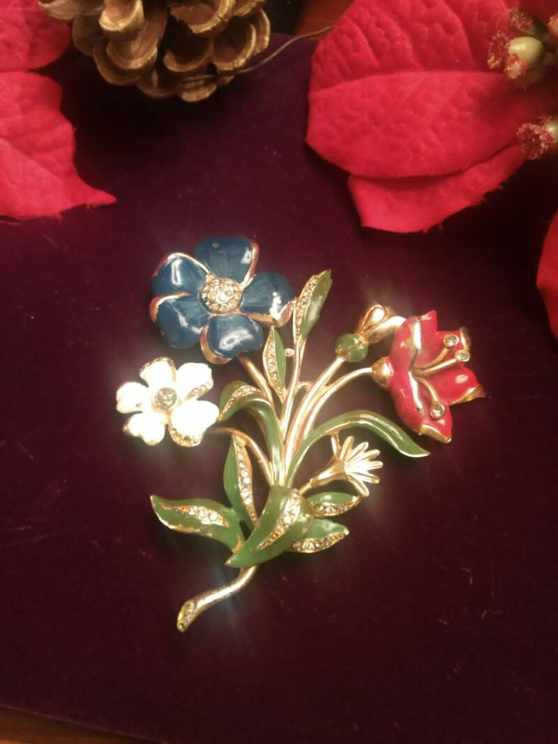 Fabulous 40s Flower and Diamante Brooch