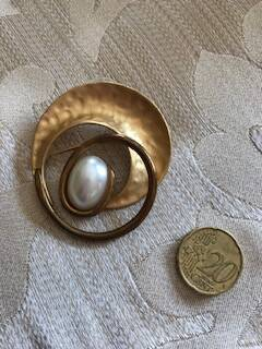 1950s Two Tone Gilt Circular Brooch with Pearl Centre