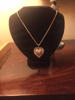 First Class 1950s Gold Tone Necklace with Heart Pendant