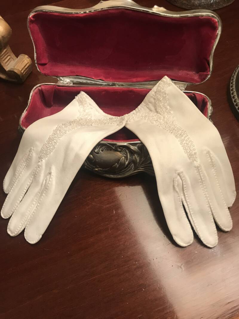 Small White Beaded Ladies Gloves
