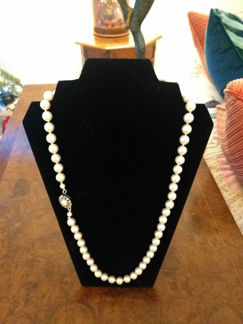 First Rate 1960s Single String Opera Lenght Pearls