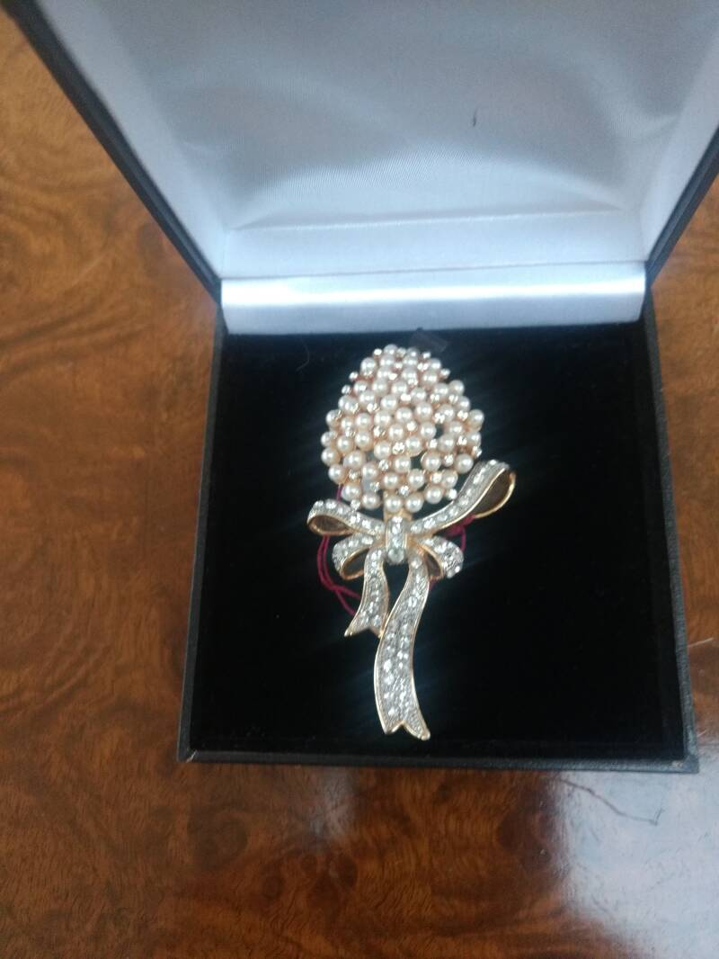 Exceptional 1950s Pearl & Diamante Bow Brooch