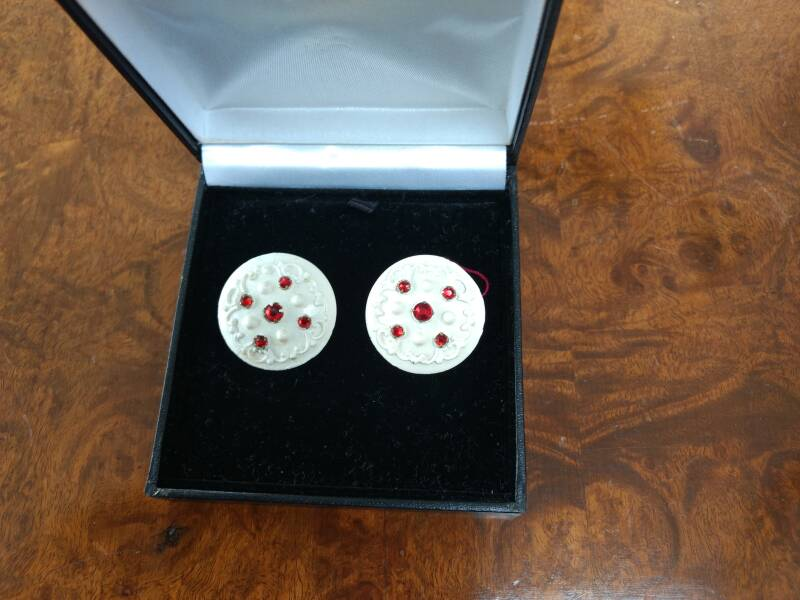1950s White & Red Disc Earrings - Now €25