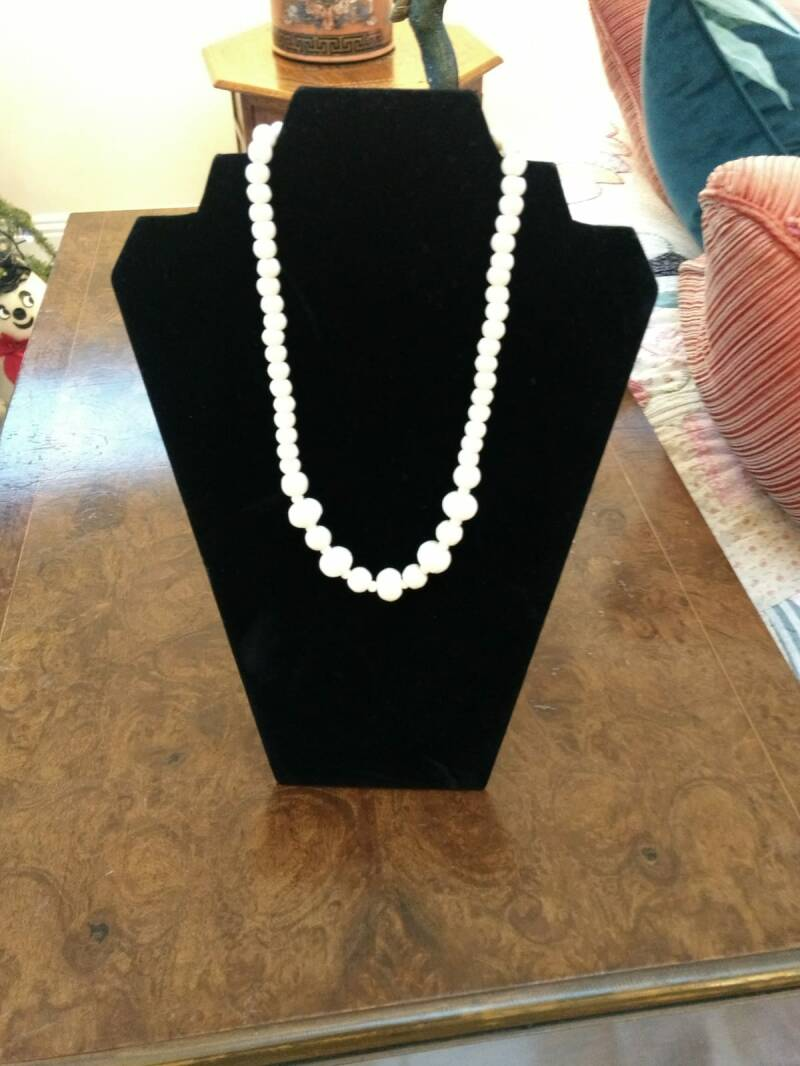 50 Spectacular White Glass Beads with Beautiful Design
