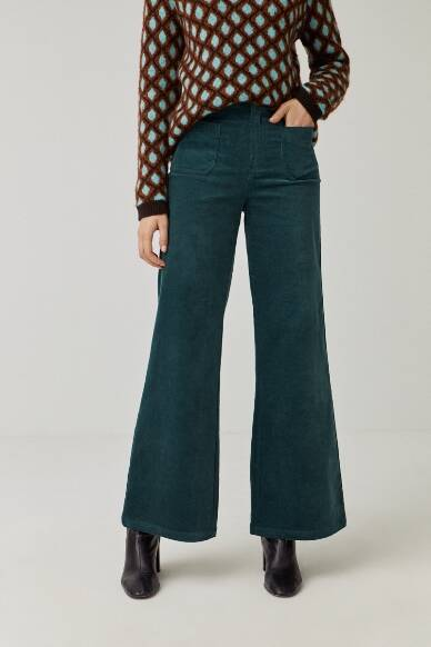 Wide-leg trousers with front pockets