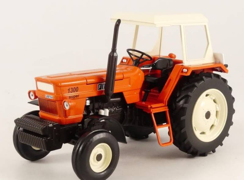 Fiat 1300 2wd rops  1;32