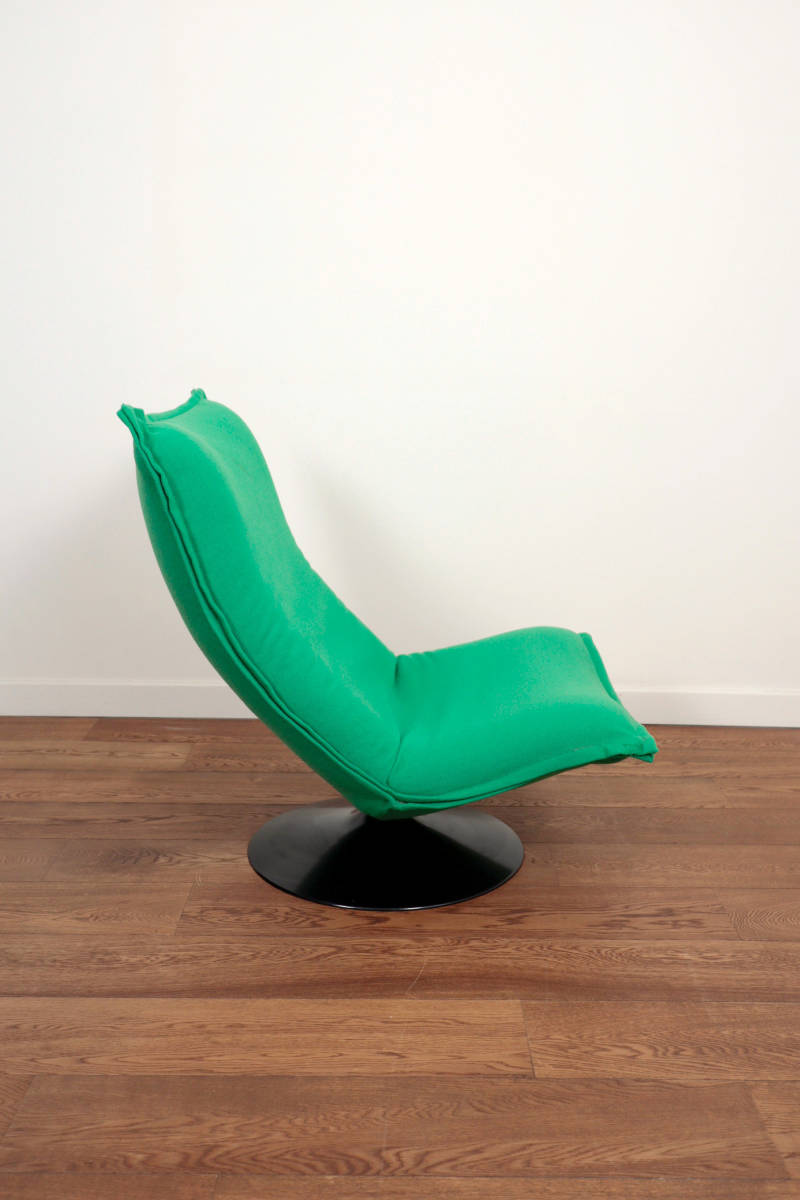 Green lounge chair Artifort F 980 , by Geoffrey Harcourt