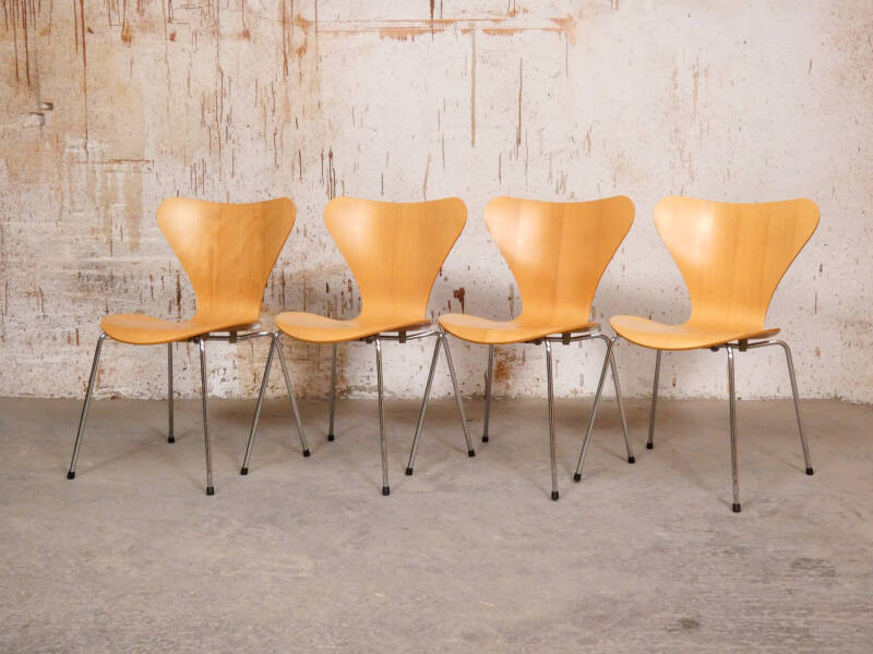 4 butterfly chairs by Arne Jacobsen for Fritz Hansen