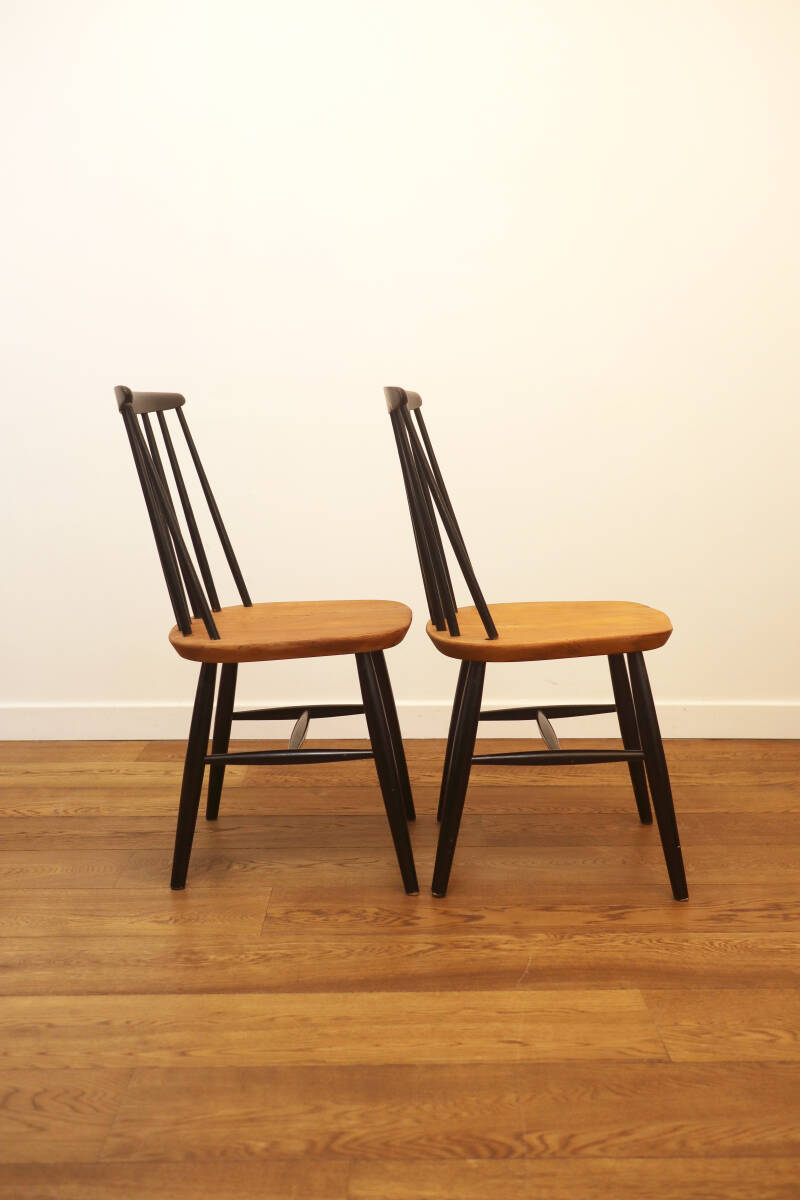 "2 Scandinavian ""Fanett"" chairs"