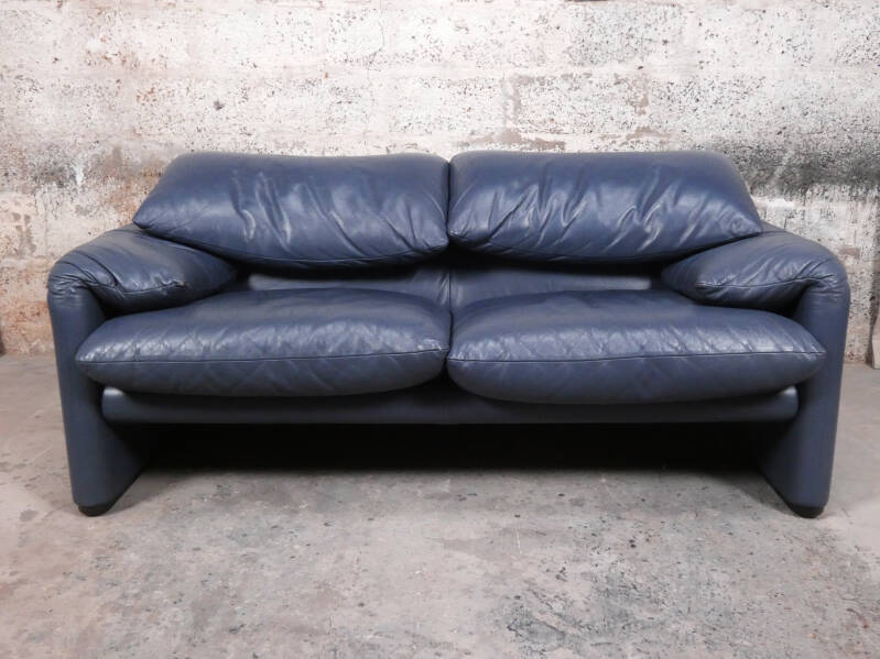 Cassina Maralunga 2-seater in blue leather