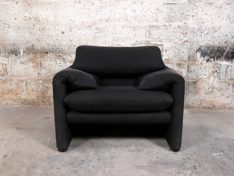 Cassina Maralunga 1-seater + ottoman in black ribbed velour