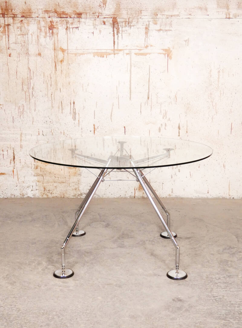 Nomos round table by Norman Foster for Tecno