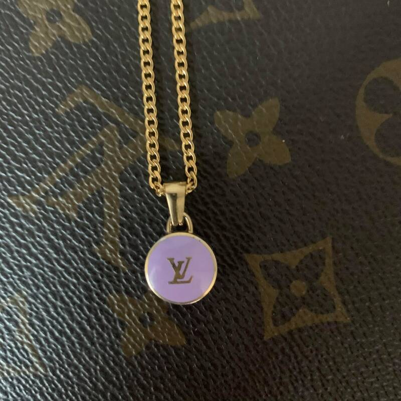 Ketting Louis Vuitton paarse bedel