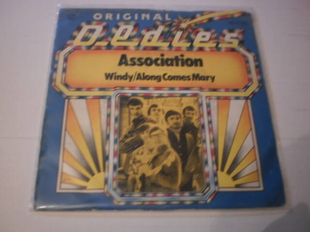 Single The Association - Windy / Along comes mary