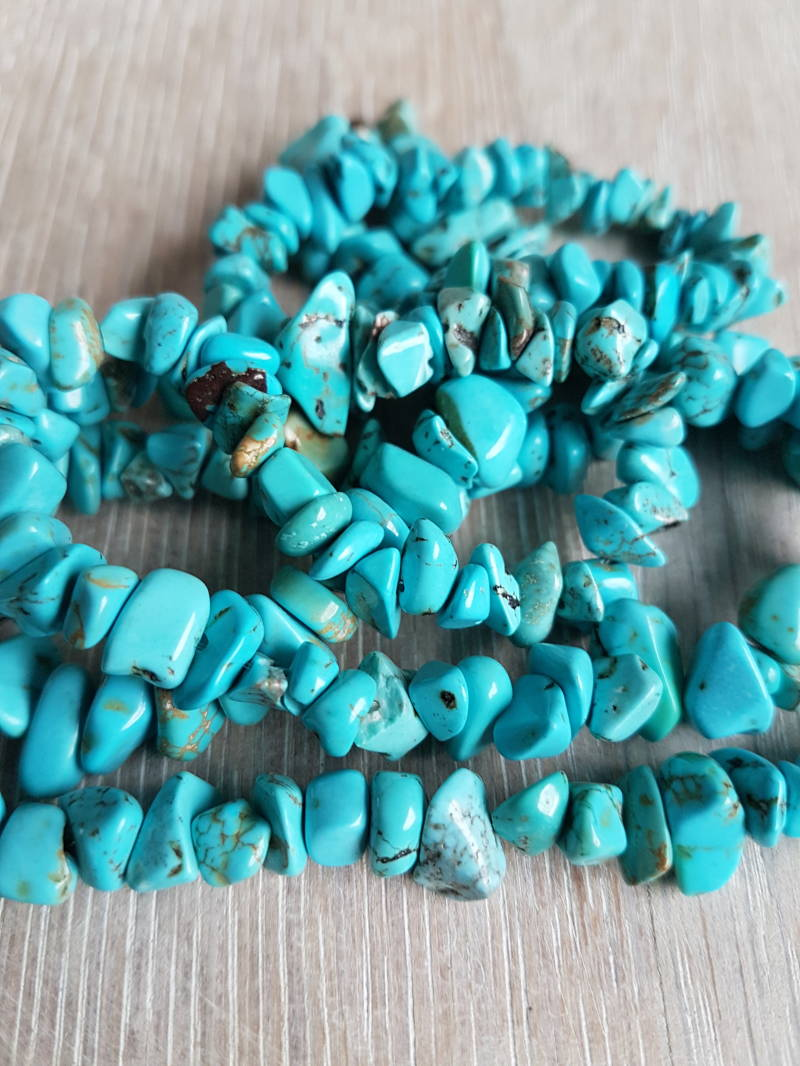 Turquoise chips ketting