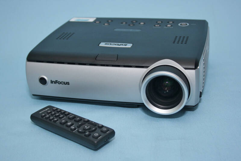 Infocus IN32 DLP HD HDMI beamer 2000 ANSI Lumen