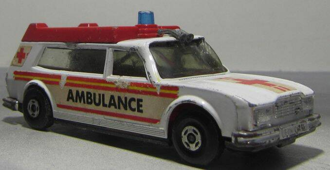 Matchbox Super Kings Ambulance
