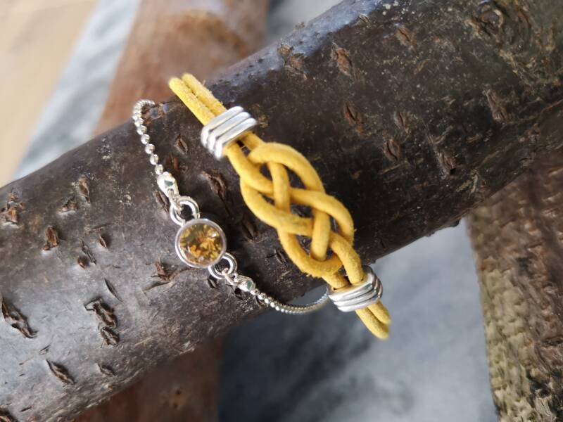 Armband in donkergeel