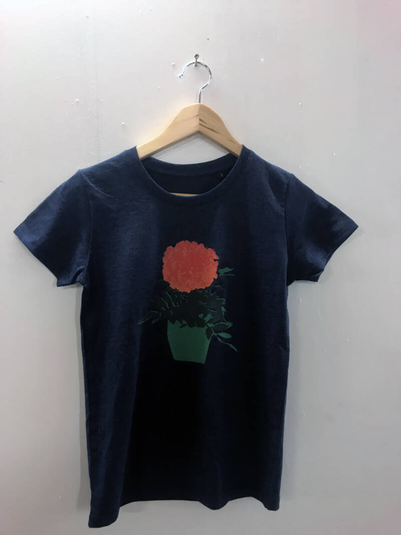 T-shirt -Afrikaantje- Heather Denim. Maat S. Lovely Lady