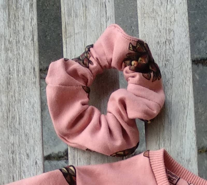 scrunchie dennenappel - see you at six