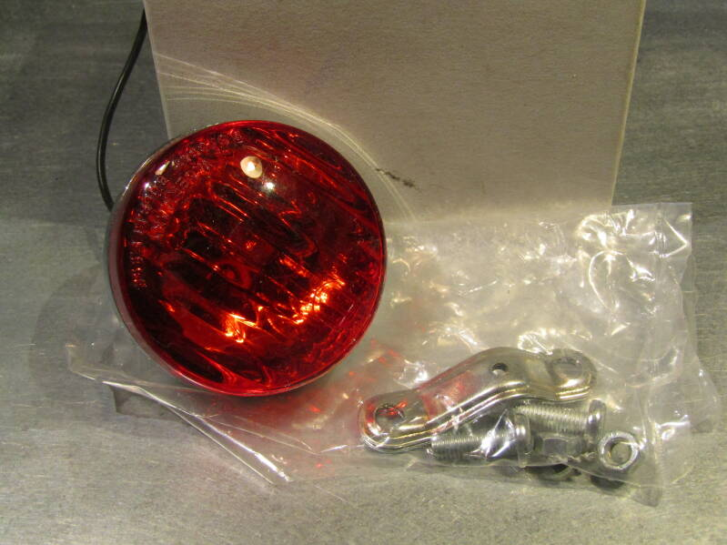 UNION Rear tail light ( DYNO TYPE ) with mounting bracket NOS! BXC00N30 03 - 4/29/20 RK13