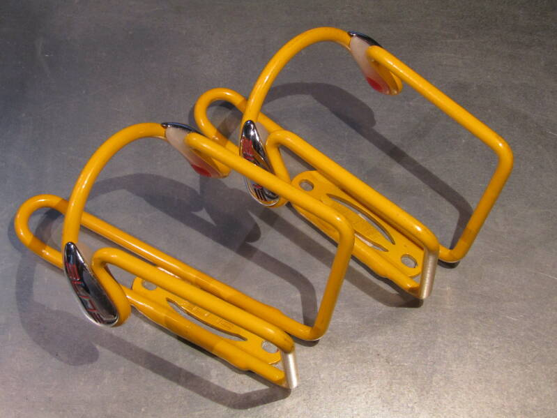 ELITE STANDARD SIZE YELLOW Water bottle cages 2X NOS! BX42A 5510 - 10/25/20 RK10