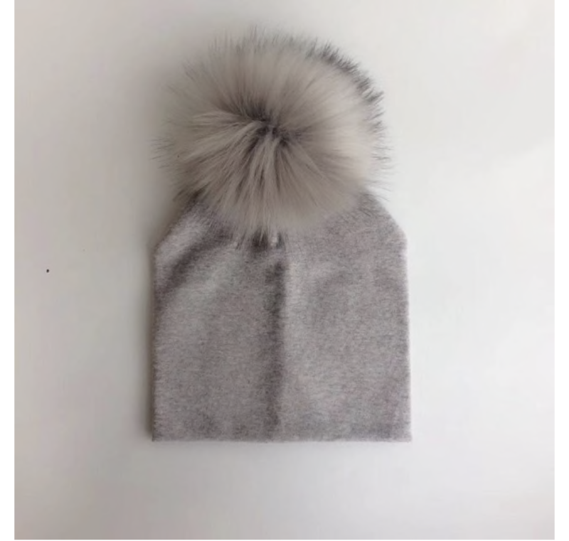 PomPom Muts Taupe Baby & Peuter
