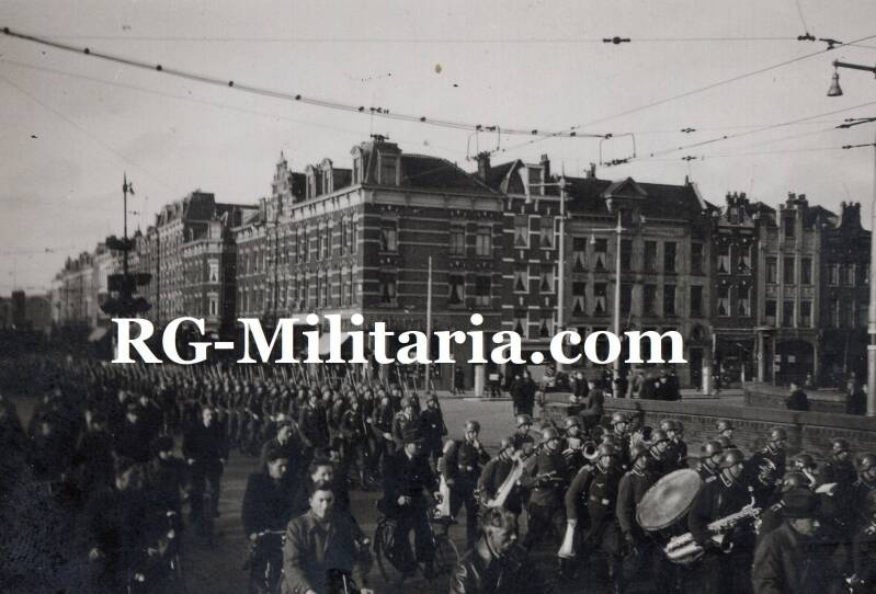 Photo - Luftwaffe soldiers marching in Amsterdam