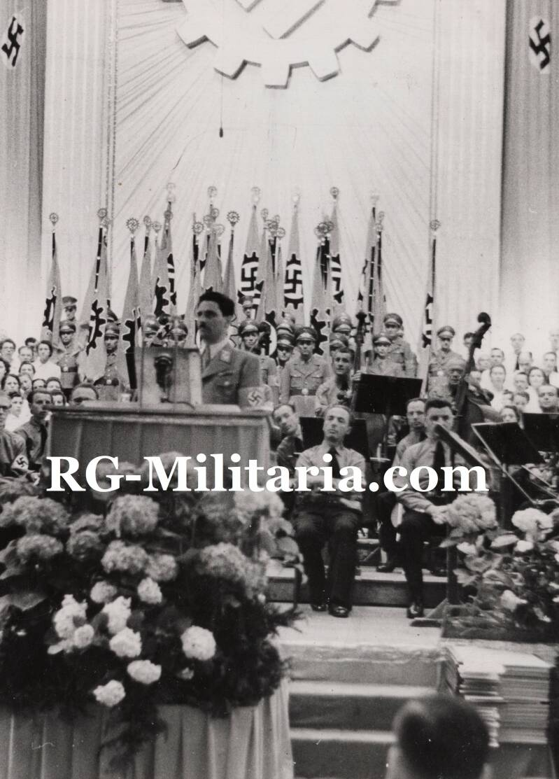 Press photo - Ceremony of Gaudiplomen in a concert hall (1942)