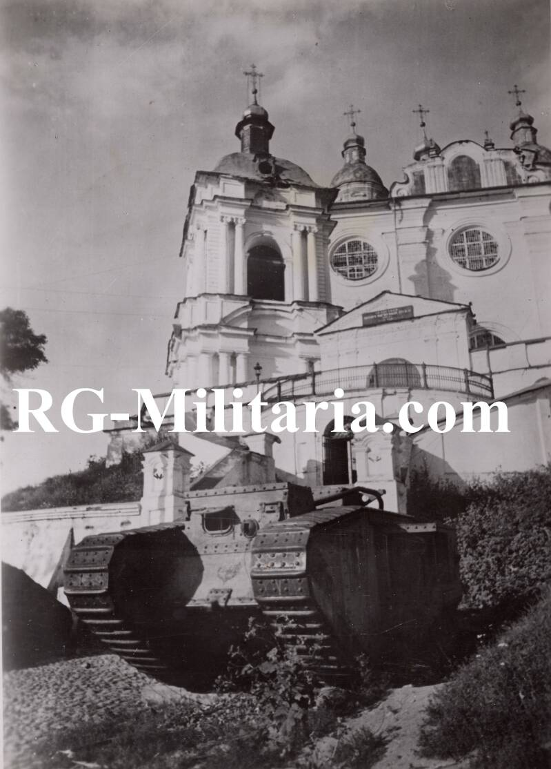 Press photo - British Mark 1 tank in front of a Russian museum in Smolensk (1941)