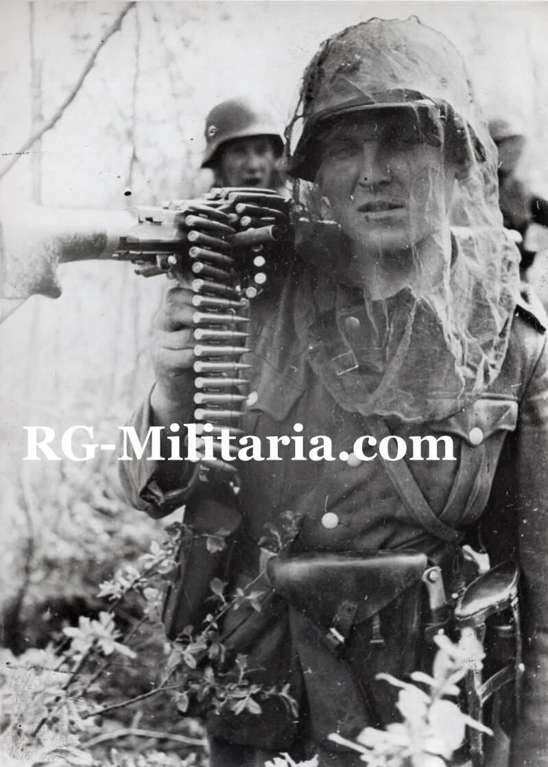 Press photo - German soldier with MG34 (1942)