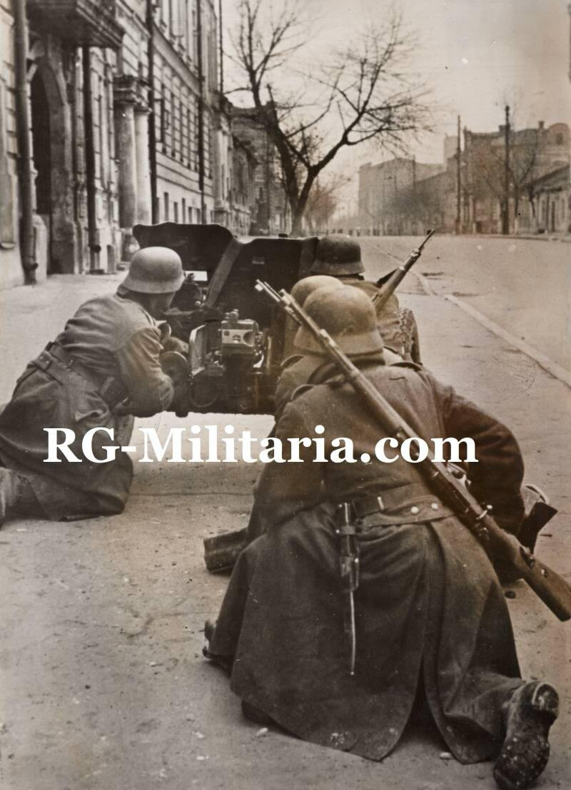 Press photo - German soldiers fighting in Charkow (1941)
