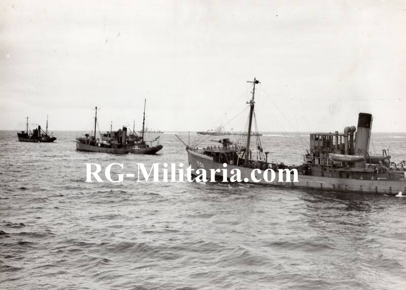 Press photo - British minesweepers 25th of October 1939