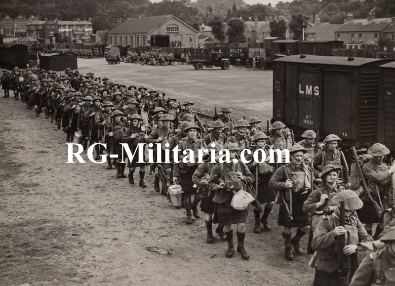 Press photo - British soldiers off to France 25th of September 1939