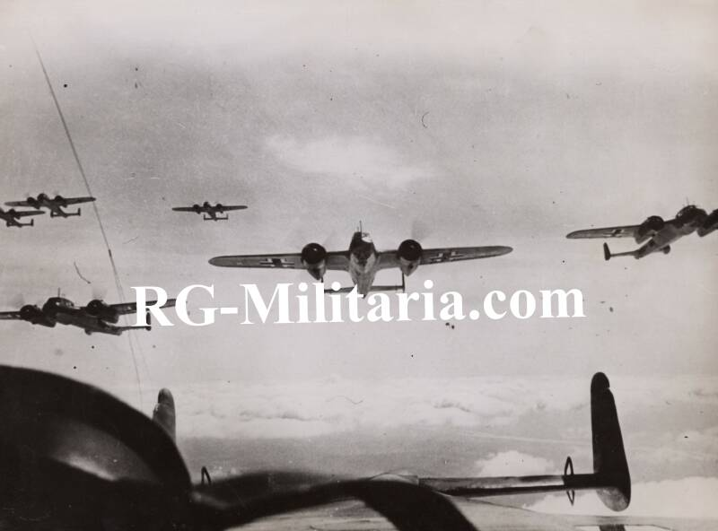 Press photo - Luftwaffe bomber planes bombing England 9th of August 1940